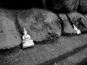 Tiny buddhas at Wat