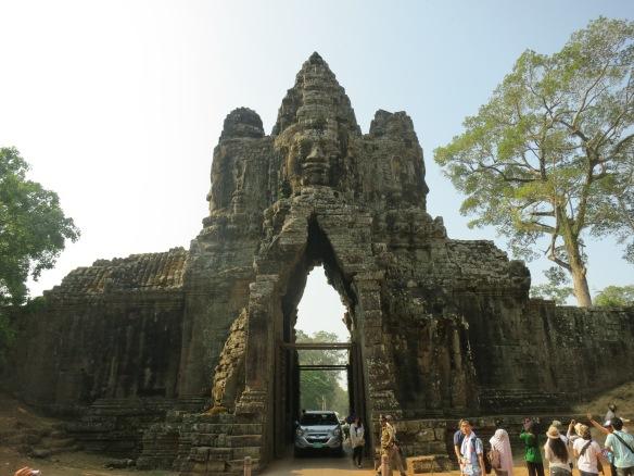 angkor thom face tower