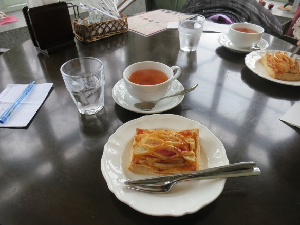 Apple tea & tart