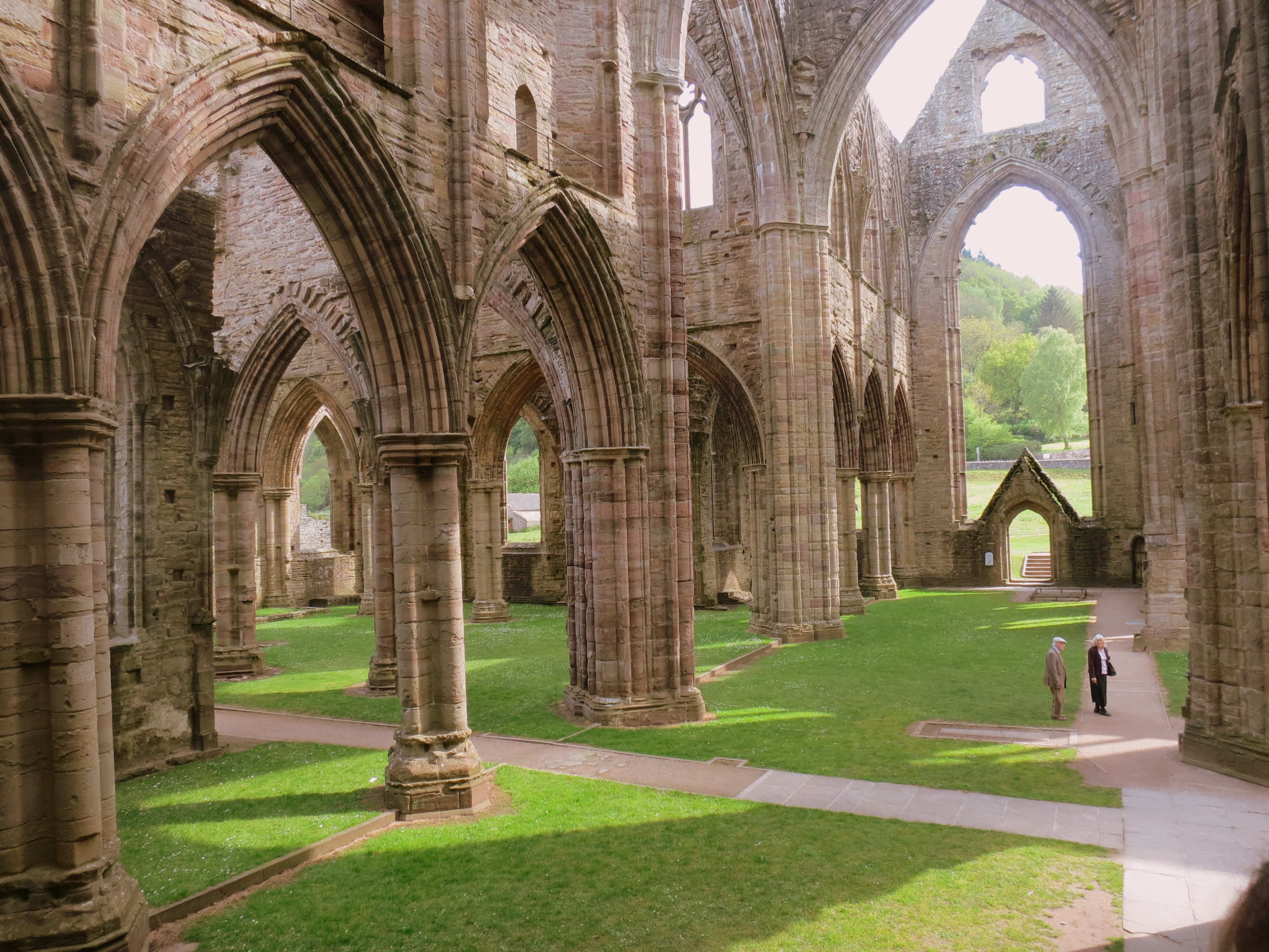 comparing and contrasting tintern abbey and ancient mariner Offer a close reading of coleridge's rime of the ancient mariner focus on the poet's use of the supernatural and try to arrive at a coherent explanation of the poem's symbolism.
