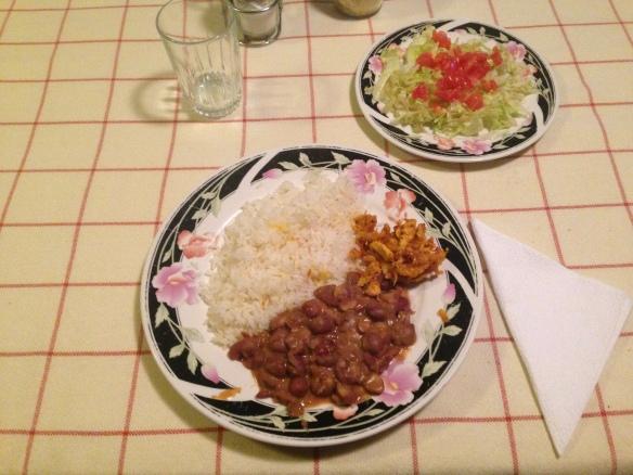 Frijoles y ensalata